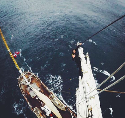 O ship og hoi, en seilerboy (og -girl)